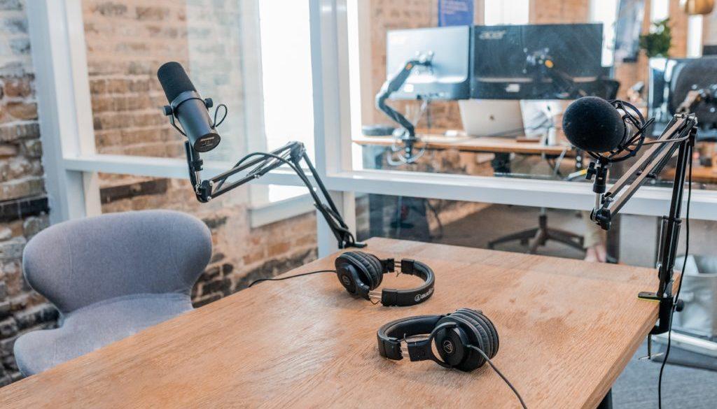Mit diesen englischsprachigen Podcasts bleibst Du als Entrepreneur / Unternehmer in Bezug auf die neusten Nachrichten & Trends immer auf dem aktuellen Stand
